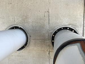 Link-Seals sealed between steel pipe and steel sleeve